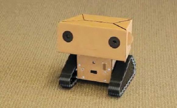 Boxie - Un robot amigable con cara de cartón graba documentales ...