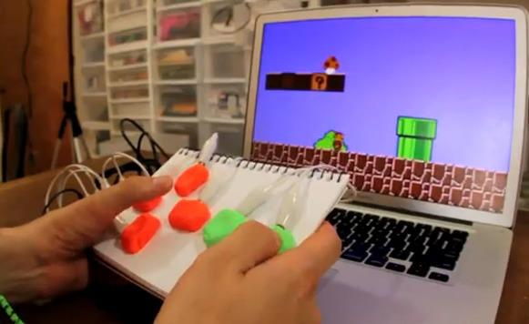 Makey Makey para hacer tus propias interfaces con frutas, agua y más (por Manuel Cosío)