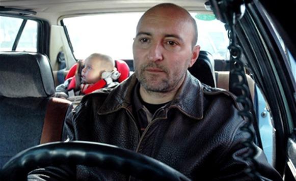Tercer ciclo de cine de fronteras – Bosnia y Herzegovina Vs Serbia – Tesko je biti fin (Es dificil ser buen tipo), dirigida por Srdjan Vuletic (por Gastón Aliaga)