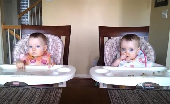Bebés muy graciosos danzan con la música de su papá | CASSETTE BLOG