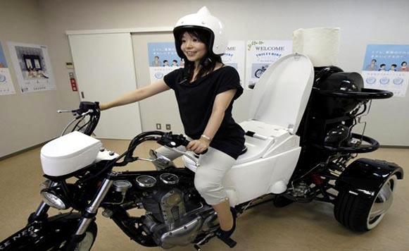 Motocicleta que funciona con material fecal (por Iohanna Küppers)