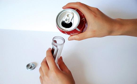 Diseñan teléfono celular cuya batería se carga con coca cola (por Iohanna Küppers)