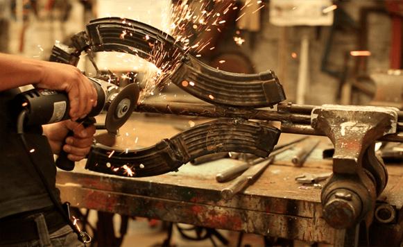 Proyecto Imagine convierte armas en instrumentos musicales (por Iohanna Küppers)