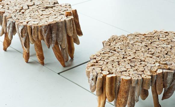 Rústicas mesas elaboradas con pan duro (por Iohanna Küppers)