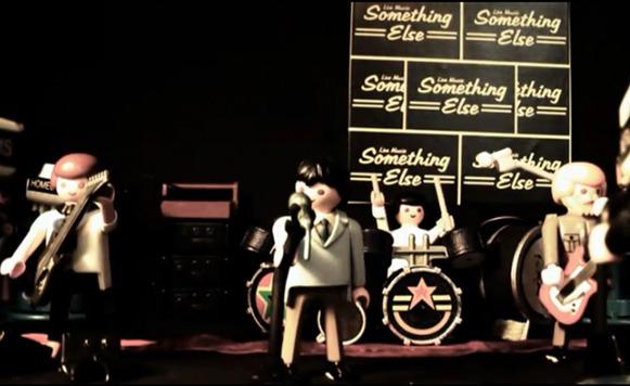 Transmission de Joy Division tocado por muñecos Play Mobil