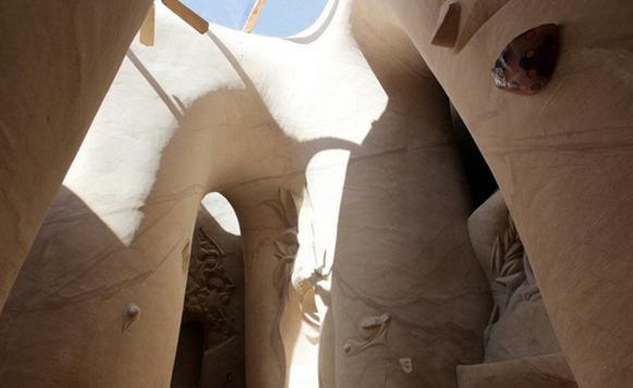 Increíble Catedral Subterránea hecha por un solo hombre completamente a mano (Por Pulpo Caivano y Iohanna Küppers)