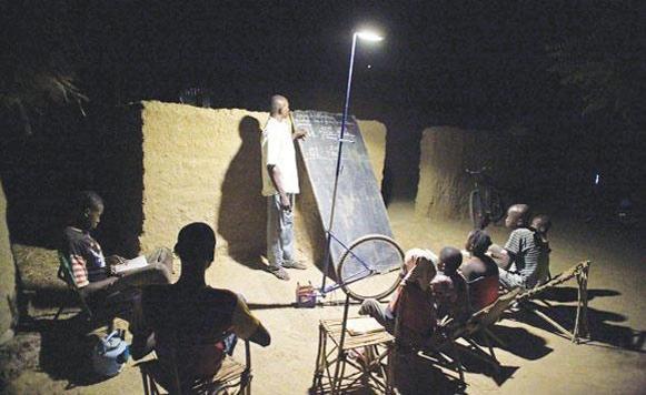 Forova Yelen-Faroles portátiles y ecológicos en Mali (por Iohanna Kuppers y Pulpo Caivano)